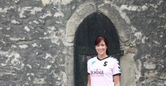 Sophia Rust vor der St. Stephani Kirche