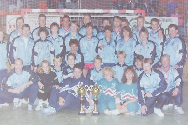 Historie_Frauenmannschaft_Männermannschaft_Caella_1992.jpg
