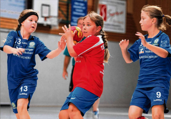 Vivien Breitkopf setzte sich in dieser Szene gegen zwei Spielerinnen des SC Markranstädt durch. | Foto: Anne Hofmann