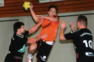 Auch das dritte Heimspiel beendeten die Handballer der TSG Calbe erfolgreich. Sie gewannen gegen den Landsberger HV mit 29:24. Maximilian Weiß (im Wurf) traf für seine Mannschaft achtmal. | Foto: Franziska Herz