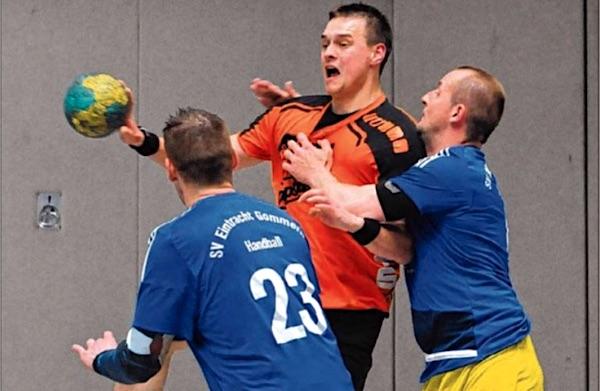 Die TSG Calbe um Felix Kralik (am Ball) feierte nach zwei Remis in Folge gegen Gommern den ersehnten neunten Heimsieg.   Foto: Enrico Joo